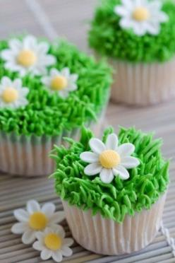 Love these cupcakes!  Simple grass with any flowers would be cute (daisies are my favorite tho!).: Cup Cakes, Easter Cupcake, Spring Cupcakes, Sweet, Food, Cupcake Ideas, Daisy Cupcakes, Cake Decorating, Dessert