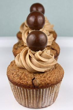 Malted Milk Cupcakes...be patient, the English version of the recipe is toward the bottom of the page: Cup Cakes, Tasty Recipe, Milk Ball, Cupcake Recipes, Dessert