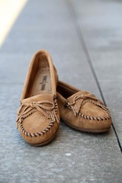 Minnetonka Kilty Suede Moccasin {Taupe}: Shoes, Minnetonka Kilty, Discount Ugg, Moccasins, Moccasin Taupe, Ugg Moccasin, Minnetonka Moccasin