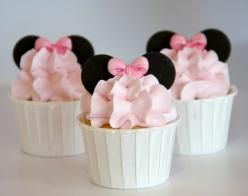 Minnie Mouse Cupcakes! I heard that Lace likes Minnie.. Maybe a birthday idea Steph? :) @Steph Allen: Mice, Cup Cakes, Minniemouse, Birthday Idea, Minnie Cupcake, Minnie Mouse, Mouse Cupcakes, Mouse Party, Party Ideas
