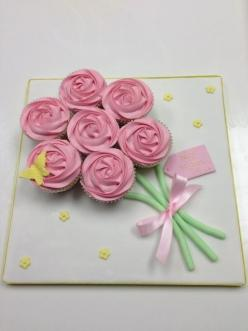 Mother's Day Gift Idea: DIY Cupcake Bouquet. Give Mom the ultimate gift with this creative gift complete with cupcakes and her favorite ribbon!: Mothers Day Cupcakes Ideas, Cakepops Cupcakes Cakes Sweets, Cupcake Bouquets, Bouquet Of Cupcakes, Cupcake Ide