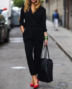 One does want a hint of color.  Black + red.: Fashion, All Black, Red Shoes, Street Style, Black Outfit, Black Jumpsuit, Work Outfit, Red Pumps