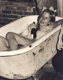 Sienna Miller soakin' in the tub, sippin' on some bubbly: Wine, Sienna Miller, Girl, Bathtub, Bubble Baths, People, Siennamiller, Photography