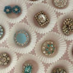Vintage rhinestone buttons (by fancylinda via Flickr) ... Displayed in mini cupcake liners ... interesting.: Rhinestones, Vintage Buttons, Buttons Buttons, Vintage Rhinestone, Cupcake Paper, Jewelry Displays, Display Ideas, Photo