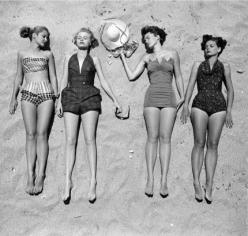 Vintage summer: Beaches, Style, Vintage, Beach Fashion, Summer, The Beach, 1950, Photo