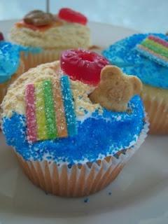 Beach Party Cupcakes -- @Sarah Chintomby Chintomby Tudor  look familiar?? would use elf'n grahams with chocolate chips instead of just teddy grahams probably: Beaches, Party'S, Parties, Party Cupcakes, Beach Party, Blog Post, Posts, 100Th Blog