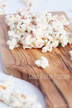 Cake Batter Party Popcorn 1/3 cup un-popped popcorn 1 cup melting white chocolate ½ cup dry yellow cake mix.: Party Popcorn, Cake Batter Popcorn, Yellow Cake, Batter Party, Almond Joy, Chocolate Cups, Cake Mix, Popcorn Recipes, Cakebatter