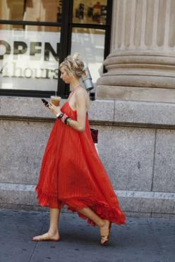 I'm not crazy about the color, but I really like the shape of the dress and the drape of the fabric.: Flowy Dress, Summer Dresses, Maxi Dresses, Fashion, Summer Style, Street Style, Outfit, Wear