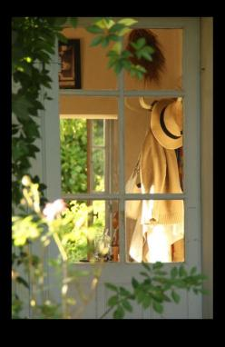 I feel like a Peeping Tom but love peeking into this lovely window.: Doors, Cottage Door, Cottages, Windows, Country Life, Garden, Photo, Country Cottage