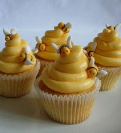 Oh man. Winnie the Pooh party; these cupcakes. So cute.: Bees, Beehive Cupcakes, Cup Cake, Bee Cupcakes, Baby Shower