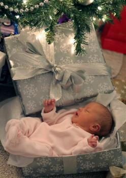 So sweet...would make a great Christmas card!: Babies, Christmas Photo, Photo Ideas, Baby Girl, Baby Photo, Christmas Card, Picture Ideas