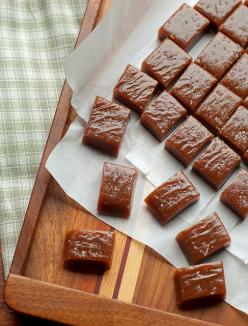 these are a lot like the caramels I used to make with my Nannie - only these have whiskey in them!: Recipe, Candy, Sweet Treats, Food, Whiskey Salted, Irish Whiskey, Whiskey Caramels, Dessert, Salted Caramels