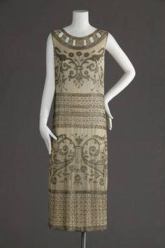Wedding dress, 1924. Silk crepe, glass beads. Maker unknown. Gift of Isabelle Cohen. 1981.85.1a