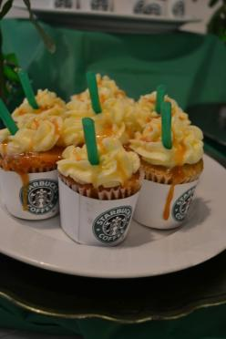 Yes, these cupcakes please.: Frappuccino Cupcakes, Cupcakes Starbucks, Frappaccino Cupcakes, Frappacino Cupcakes, Starbucks Cupcakes, Frappucino Cupcakes, Coffee Cupcakes, Starbuck Cupcakes, Cupcake Idea
