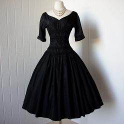 1940s vintage dress. Adorbs.: Dress Phenomenal, Vintage Party Dress, Classy Party Dress, Dress Shape, 1940S Vintage Dress, Full Skirt Dress, Vintage 1950S Dresses, Black Vintage Dress