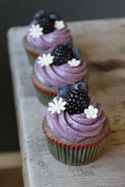 BLUEBERRY-BLACKBERRY CUPCAKE WITH BLUEBERRY CREAM CHEESE FROSTING: Umm Yes, Blueberry Blackberry Cupcakes, Sweet, Food, Blueberry Cream Cheese, Recipes, Cream Cheeses, Cream Cheese Frosting, Dessert