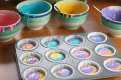 Colorful Cupcakes!!! Use a white cake mix and divide into four bowls; add food coloring to each bowl and spoon a little of each into the cupcake holders! So neat!: Easter Idea, Easter Cupcake, Sweet, Food Coloring, Colorful Cupcakes, Rainbow Cupcakes, Cak