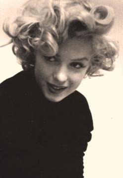 How beautiful she looks. I'm going to wear big bouncy curls today. Thanks Marilyn!: Marilyn Monroe, Quote, Marilynmonroe, Standard Jeane, People, Hair, Photo