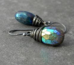 labradorite!: Earring Inspiration, Gemstones, Gem Stones, Labradorite Earrings, Awsome Earrings, Sparkle, Adornment, Jewelry Earrings