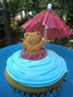 Pool Party Cupcakes - could also use fruit roll-up pieces as towels for the bear to lay on or goldfish crackers as decorations too.: Pool Parties, Party'S, Recipe, Party Cupcakes, Pools, Party Ideas, Birthday Party
