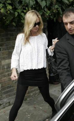 pretty much obsessed with everything she wears. black tights with a floaty top? done: Kate Moss Dress, Kate Moss Style Street, Kate Moss Fashion Style, Kate Moss Style Outfits, Style Kate Moss, Katemoss, Kate Moss Street Style, Kate Moss Outfits, White To