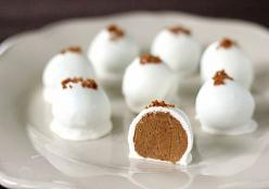 Pumpkin Cream Cheese Truffles...Thanksgiving is right around the corner! My sister Kim or my buddy Kami need to make these for me. Hint Hint Hint...: Holiday, Fall Pumpkin, Pumpkin Cream Cheeses, Cheese Truffles, Pumpkin Pie, Fall Food, Sweet Treats, Pump