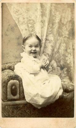 Rare to see such a fun expression in a picture from the 1800's: Happy Baby, Vintage Photos, Vintage Photographs, Funny Stuff, Baby Pictures, Funny Expressions, Smile, 1800S, 1800 S Baby