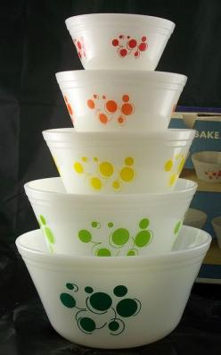 what is this? Hazel Atlas? Some crazy fire king? Euro pyrex? Whatever it is, it's beautiful. (No seriously I have no idea): Idea, Dots Bowls, Atomic Dots, Dots Mixing, Dots Pyrex, Pyrex Bowl, Vintage Pyrex