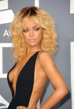 of many looks, this has to be one of my all time favorites: Blonde, Rihanna, Makeup, Dress, Hairstyle, Beauty, Beautiful People, Grammy