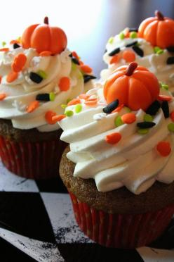 Pumpkin spice cupcakes topped with whipped cream cheese frosting, Halloween sprinkles, and a marshmallow fondant pumpkin!: Fall Pumpkin, Pumpkin Cupcakes, Halloween Cup Cake, Halloween Cupcake, Fancy Cupcake, Cupcakes Topped, Cream Cheese Frosting, Cream