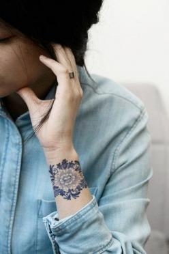 Temporaire tatouage floral de Delft Blauw par Tattoorary sur Etsy, $6.00: Tattoo Ideas, Wrist Tattoo, Cuff Tattoo, Tattoos, Tattoo, Temporary Tattoo, Floral Tattoo, Tatoo, Ink