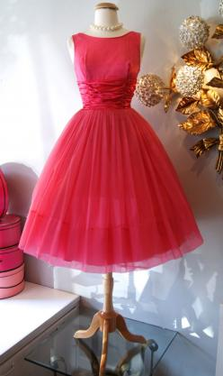 Vintage I so love this style. I would love to wear it every weekend out to a grand party.: Party Dresses, Pretty 1950, Vintage Dresses, Fashion Vintage, Pink Party, Partydress Vintage, 50S Dresses, Vintage Style
