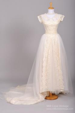 1950 Appliqued Lace Vintage Wedding Gown : Mill Crest Vintage: Vintage 1950, Wedding Dresses Vintage, Lace Vintage, Vintage Weddings, Crest Vintage, Vintage Wedding Gowns, Lace Wedding, Vintage Bridal