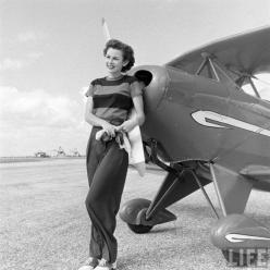 Betty Skelton, 1948: Car, Advertising Tedxcewomen, Auto Racing, Female Pilots, Land, Automobile Records, 17 Aviation, Betty