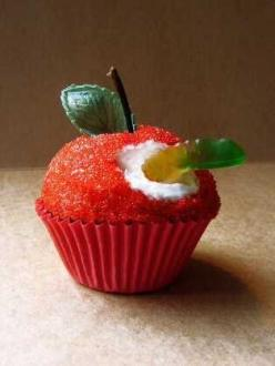 cupcake: Apple Cupcakes, Sweet, Worm Cupcake, Gummy Worm, Food, Teacher Gift, Cup Cake, Cupcake Idea, School Cupcake