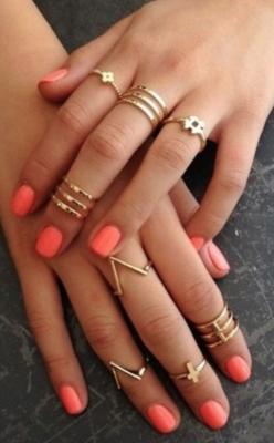 Son muchos diferentes anillos de oro. se ven bien con muchos equipos diferentes. creo que son muy interesantes.: Midi Rings, Fashion, Style, Knuckle Rings, Gold Rings, Jewelry, Nails, Accessories