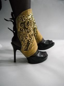 $65.00 http://www.etsy.com/listing/70903265/spats-ref-70r9-black-and-golden-lace: Gold Spats, Steampunk Shoes, Steampunk Fashion Diy Costumes, Costume Ideas, Fancy Spats, Steam Punk, Steampunk Spats, Shoes Steampunk