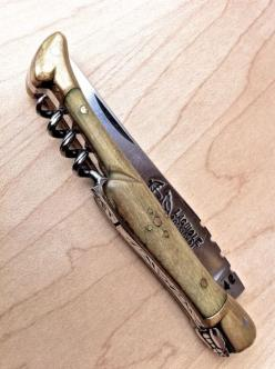 Laguiole knife from Southern France.  Eric gifted one similar to this to me our first Christmas together.  It is substantial and can open a bottle of wine.: Blade نصل, Knifes Swords, Corkscrew, Pocket Knifes, Pocket Knives, Things, Knives Pocket