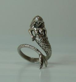 Mermaids are symbols of plenty and good fortune. I'd love to have one always at my side!: Mermaids Mythical, Charms Bracelets Rings, Beautiful Rings, Mermaids Beach, Mermaids Water, Mermaiden Ring, Beautiful Mermaid, Mermaids Sirenas, Mermaid Rings