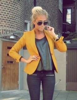 mustard blazer, black leather top, black skinnies and gold details: Fashion Style, Color, Street Style, Outfit, Blazers, Mustard Blazer, Mustard Yellow, Yellow Blazer