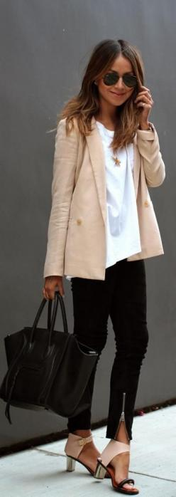 Work Week Chic. burgundy maroon blazer. white button down shirt. black pants and black pointed heels. work bag in black: Classy Outfit, Office Work Outfit, Business Casual Outfit, Business Outfit, Workoutfit, Interview Outfit