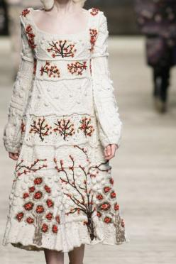 Kenzo Fall/ Winter 2009 RTW. Photo By Firstview. #Fashion #White