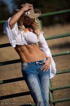 #Sexy #Cowgirl #outfit www.thebionicstore.com: Cowgirls, Country Girls, Beautiful, Hot Cowgirl, Jeans, Denim, Sexy Cowgirl, Cow Girls