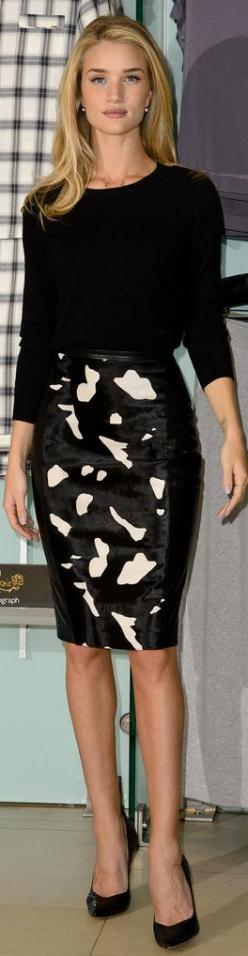 Love the print of this pencil skirt worn by   Rosie Huntington Whiteley.  Added by @amarandos via @nellygalal. #pencilskirt #RosieHuntingtonWhitely: Pencilskirt, Rosie Huntington Whiteley, Fashion, Pencil Skirt Outfit, Style, Dress, Pencil Skirts, Work Ou