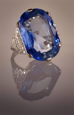 Sapphire ring - Sapphire and Diamonds set in Platinum. A bequest to the Australian Museum
