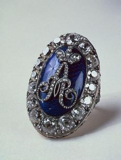 Marie Antoinette's Faberge Sapphire imperial ring I think they got this back wards... It is a Antoinette Marie sapphire imperial ring.