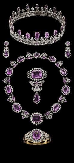 Royal Pink Topaz Parure. History: Princess Louise of Queen (1808-1870), Prince Frederick Louise of the Netherlands, Princess Louisa Carl XV of Sweden (1828-1871), to the descendants of the other and her daughter Louise of Prussia and Queen (1776-1810), Pr