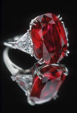 """The 23.1 carat Carmen Lucia (Burmese) ruby, on display at the Smithsonian. As the museum points out, rubies over 20 carats are 'exceedingly rare"""". KA"""