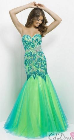 The one time that I would ever wear a mermaid dress! So beautiful!