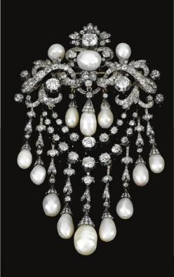 Crystal Swarovski & Pearls love it! #ecrafty find glass pearls at http://www.ecrafty.com/c-595-glass-pearls.aspx